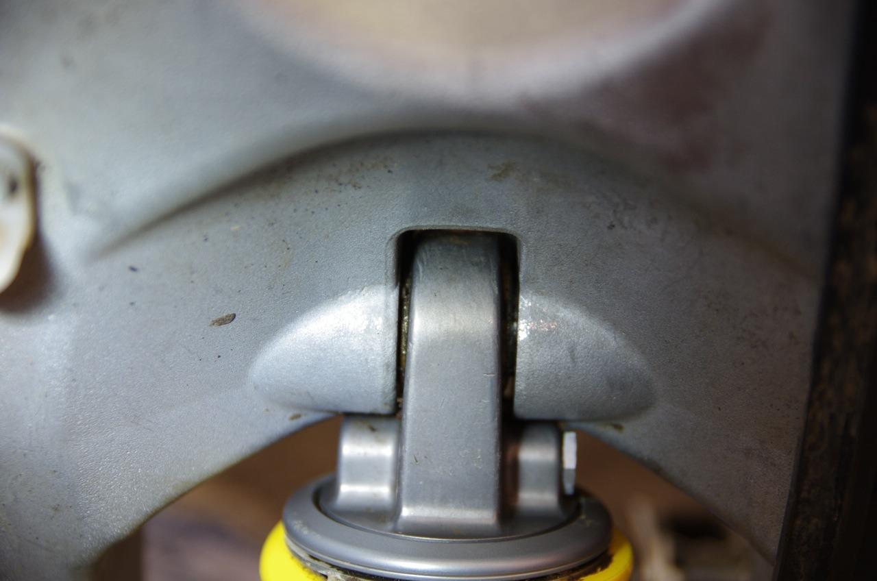【フサベル】リアショックユニット清掃&エンジン載せ_e0159646_838444.jpg