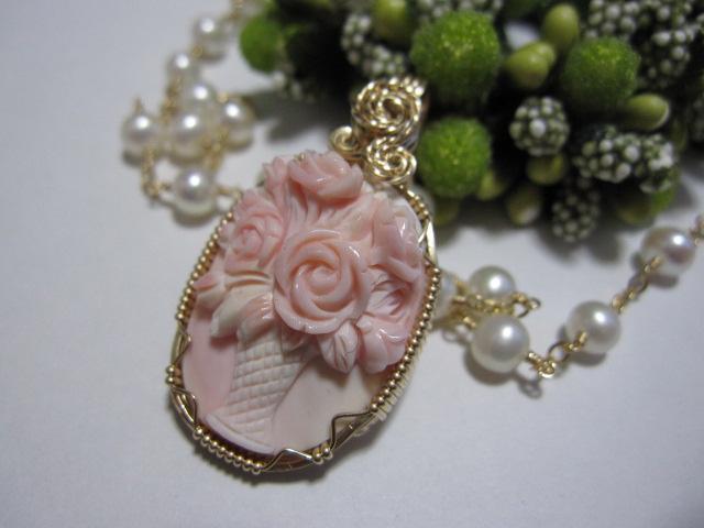 *花瓶の薔薇カメオ・ネックレス*_b0120498_17181110.jpg