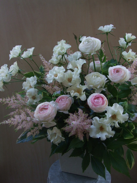 オークリーフ(薔薇と草花のアレンジメント)_f0049672_1214916.jpg