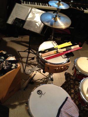 カホンとパンディーロのドラムセット風味。_e0067283_17551345.jpg