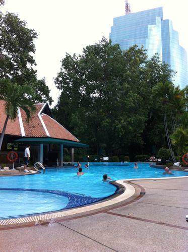 旅日記 バンコク JUL2011 004 カオサンとプールそしてMK_f0059796_0475117.jpg