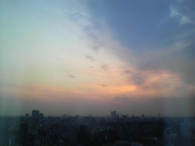 夜明け@編集部_a0142478_5375034.jpg