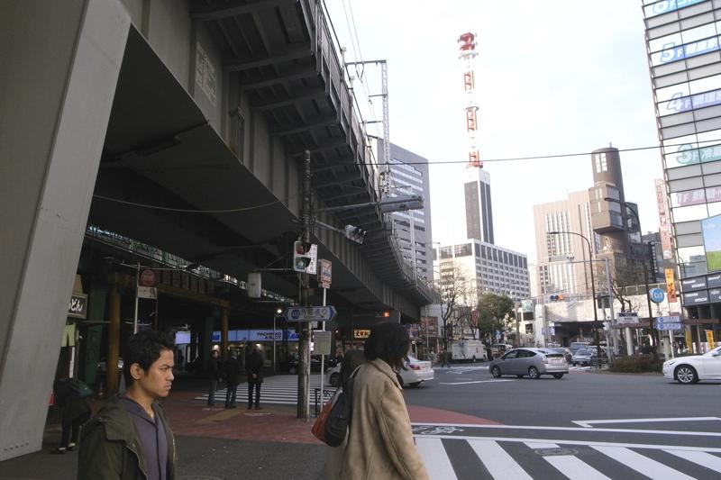 戦後が染み付く新橋駅前スケッチ