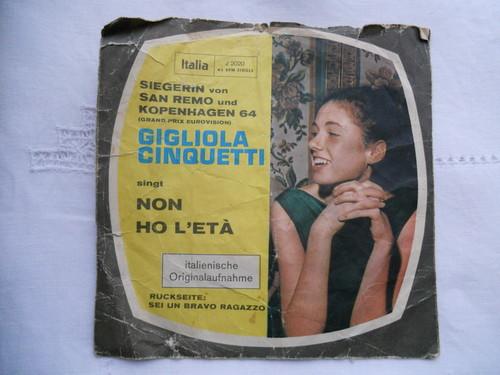 ジリオーラ・チンクエッティの「Non ho l\'età」_f0172744_18173269.jpg