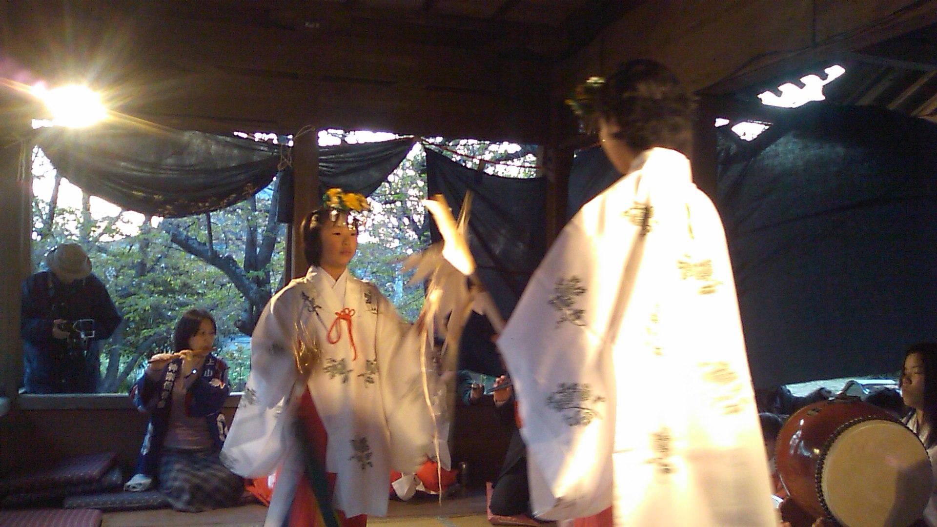 春の例大祭 夜神楽♪_b0115751_2325924.jpg