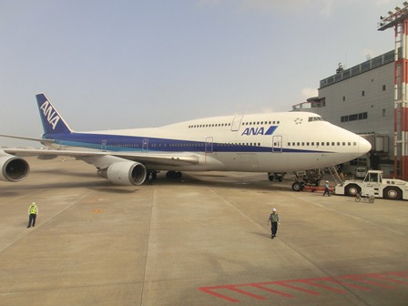 伊丹空港から福岡空港へ・・・全日空便、飛行機は楽しい、空の楽しさ、JAL便①_d0181492_22284315.jpg