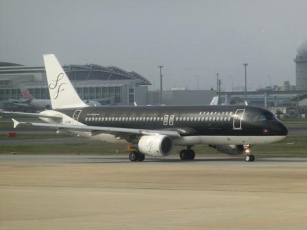 伊丹空港から福岡空港へ・・・全日空便、飛行機は楽しい、空の楽しさ、JAL便①_d0181492_22291812.jpg