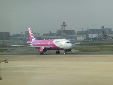 伊丹空港から福岡空港へ・・・全日空便、飛行機は楽しい、空の楽しさ、JAL便①_d0181492_22292944.jpg