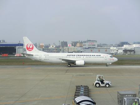 伊丹空港から福岡空港へ・・・全日空便、飛行機は楽しい、空の楽しさ、JAL便①_d0181492_22302254.jpg