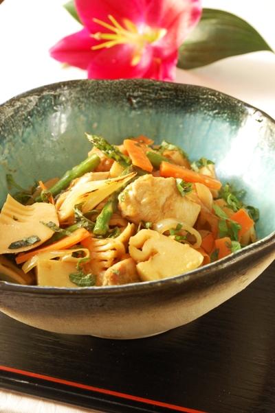 お箸で食べたい♪照り焼きチキンとオクラの和風パスタ_d0104926_1203721.jpg