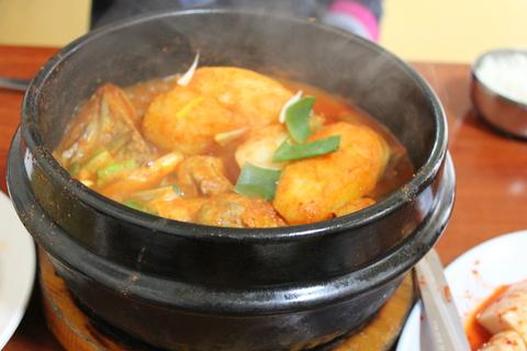 城北洞(ソンブクドン)の山の上の食堂でピリ辛鶏煮込み 「タッポクムタン」_a0223786_16141954.jpg