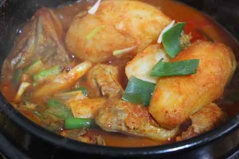 城北洞(ソンブクドン)の山の上の食堂でピリ辛鶏煮込み 「タッポクムタン」_a0223786_16174698.jpg