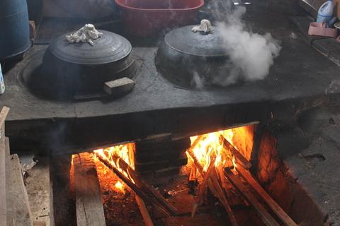 城北洞(ソンブクドン)の山の上の食堂でピリ辛鶏煮込み 「タッポクムタン」_a0223786_1633151.jpg