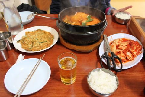 城北洞(ソンブクドン)の山の上の食堂でピリ辛鶏煮込み 「タッポクムタン」_a0223786_1646211.jpg