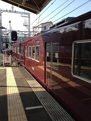 阪急石橋駅に隣接する踏切_e0173645_8181618.jpg