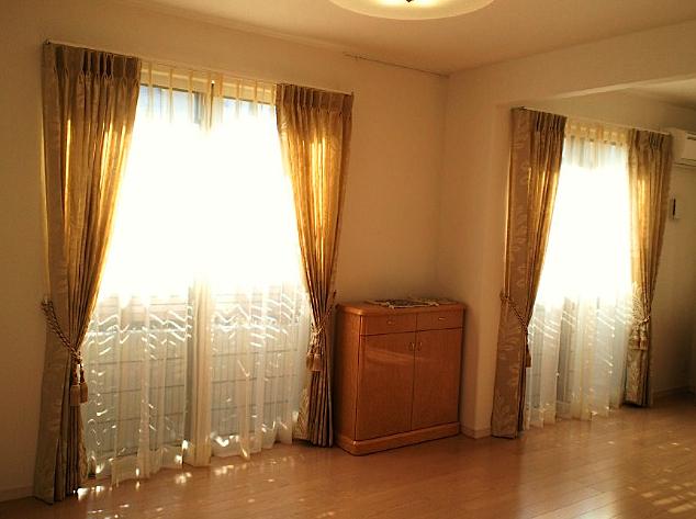 リビング窓にフィスバのカーテン。_c0157866_13225684.jpg