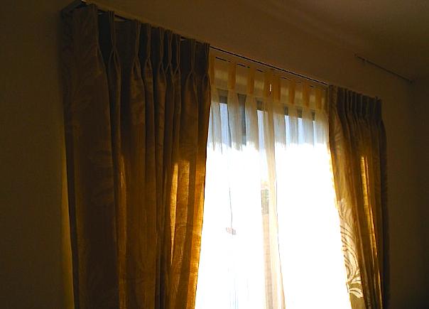 リビング窓にフィスバのカーテン。_c0157866_13235739.jpg