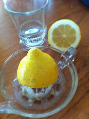 朝のお気に入り生絞りレモン水_d0122797_10124739.jpg