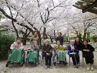 春のアクティビティあれこれ<アクティブライフ夙川・グループホーム>_c0107602_1404774.jpg