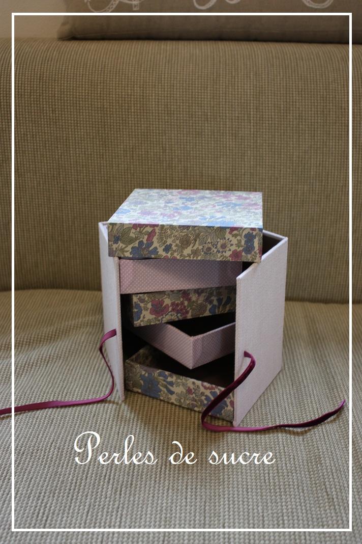ボワットアコーディオン ミロワー ディスプレイボックス ハウス型の箱_f0199750_22275155.jpg