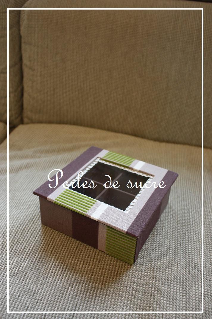 ボワットアコーディオン ミロワー ディスプレイボックス ハウス型の箱_f0199750_22294142.jpg