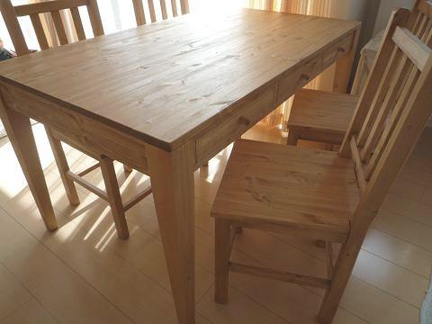ダイニングテーブルと椅子_f0121167_042375.jpg