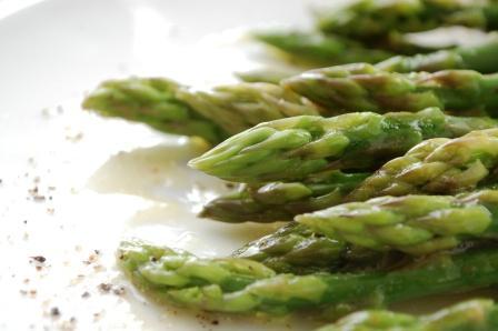 茹でアスパラの溶かしバターかけ Asparagus with melted butter_d0104926_15574199.jpg