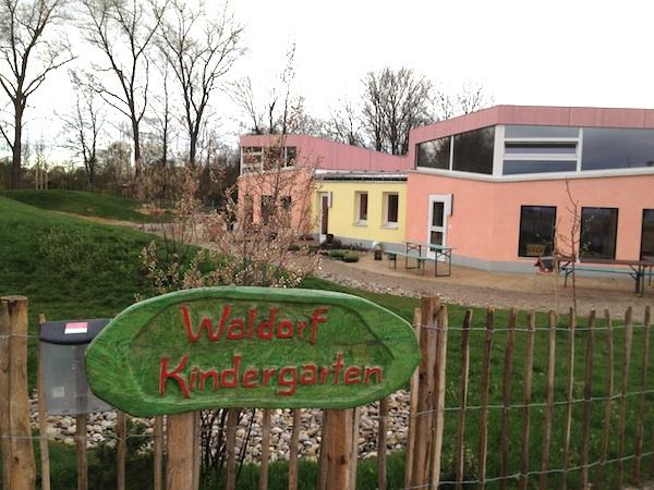 シュタイナー幼稚園を訪れました☆_f0037258_22471052.jpg