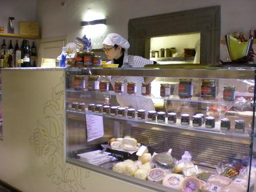 フィレンツェの美味しいパニーノはここで!!_c0179785_2043763.jpg