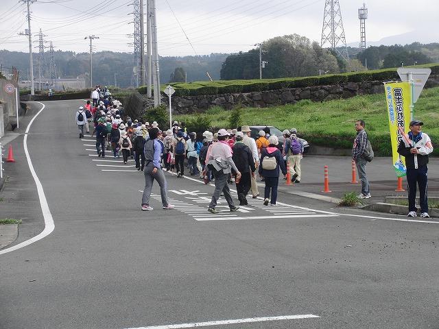 新緑の茶畑を楽しむ「第34回 富士ふれあいウォーク」_f0141310_7521831.jpg