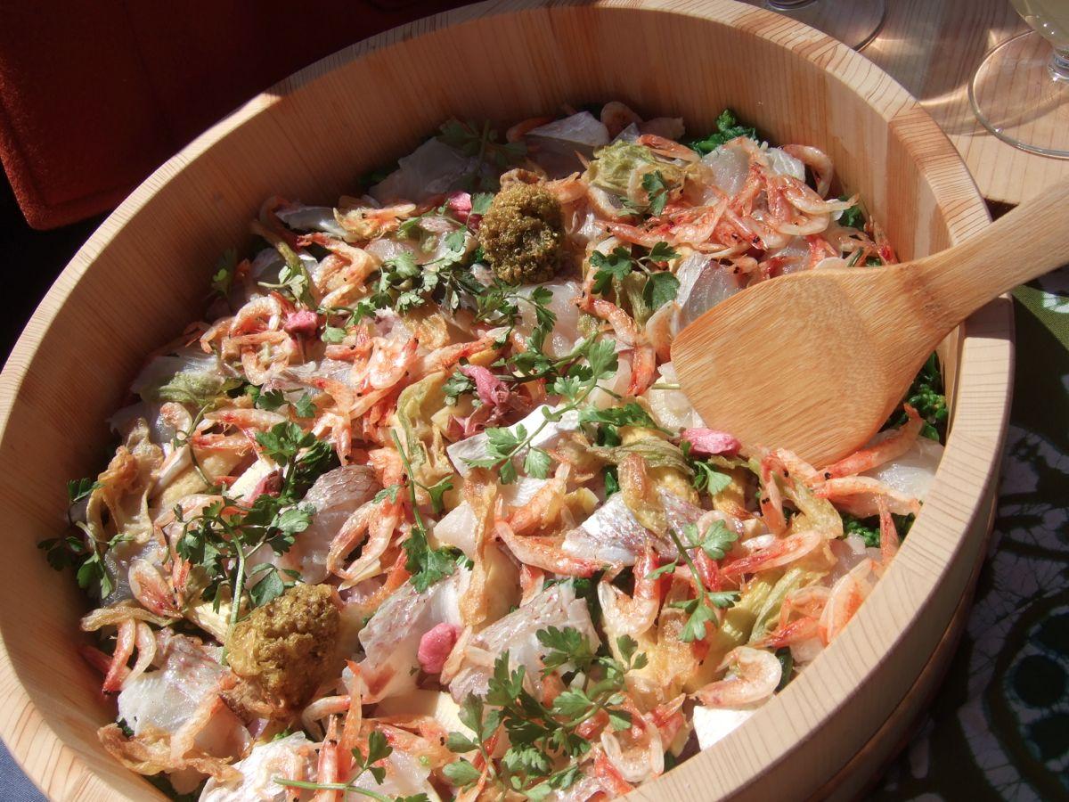 お昼は花見。夜はお寿司の食材でビール。_a0095931_2361866.jpg