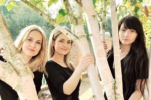 ブルガリアの美女3人組ぺルニカ・トリオ、日本語童謡カバー!_e0025035_956469.jpg