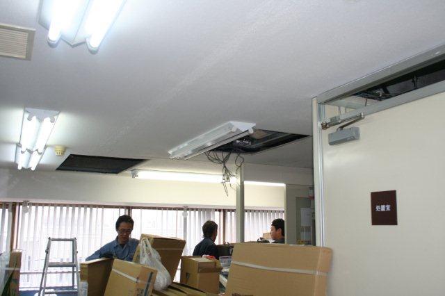 病院のエアコンを入替えています(東京都町田市)_e0207151_19395350.jpg