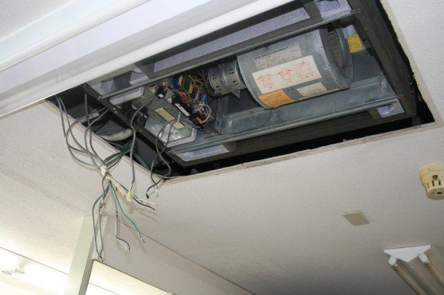 病院のエアコンを入替えています(東京都町田市)_e0207151_19405899.jpg