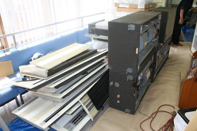 病院のエアコンを入替えています(東京都町田市)_e0207151_19415485.jpg