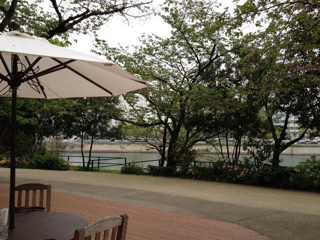 リバーサイドのオープンカフェでランチ☆_a0213806_16161477.jpg