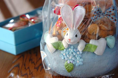 ウサギのカゴが可愛い焼き菓子_a0115906_1723133.jpg