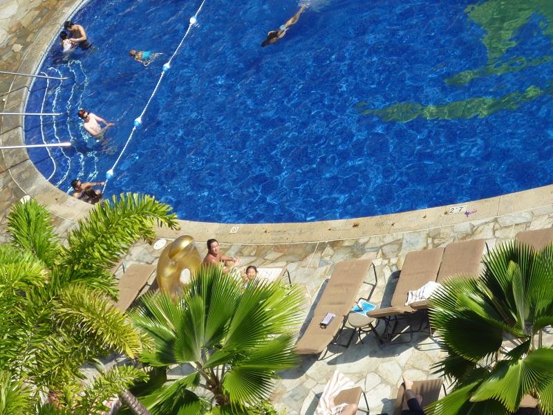 2011~12HAWAIIカウントダウン旅行記~アウトリガーリーフのプールとビーチ~_f0011498_16203135.jpg