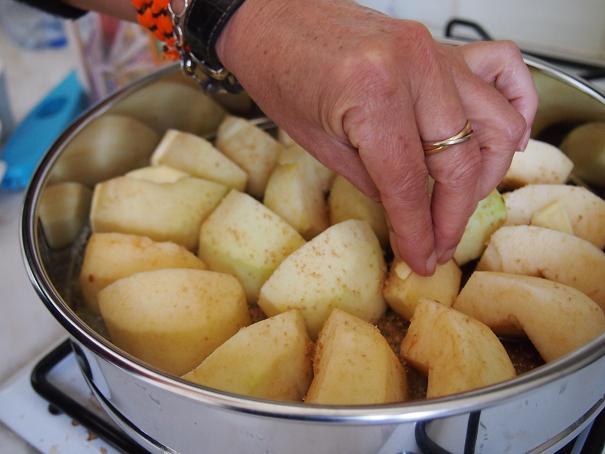 フランスのお袋の味、Tarte Tatin (タルタ・タタン) _f0152733_21123895.jpg