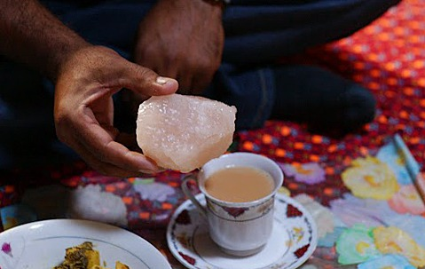 フンザ 家の中 と、塩のチャイ(変わった飲み物)_d0106555_1334399.jpg