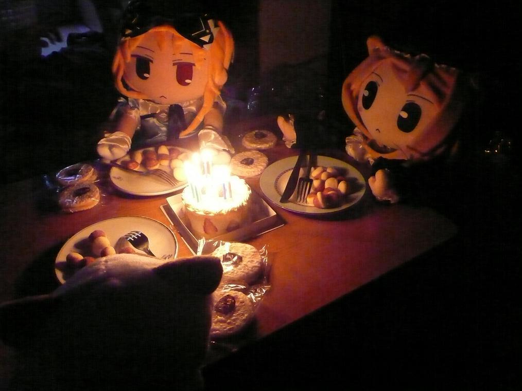 後輩が「ウチの娘」(美少女ゲームキャラのぬいぐるみ「ごきげんリース」)の誕生日パーティーを開きました_f0030574_11531269.jpg
