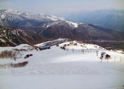 今シーズンも終盤に来てスキー動画を久々に三月八方でのレッスン受講後...._b0194185_22492486.jpg
