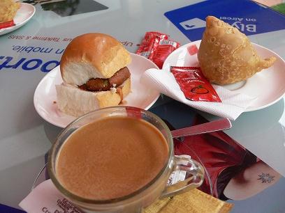 インド出張2012年04月-第三日目-スコールとイングリッシュパブレストラン_c0153302_20444592.jpg