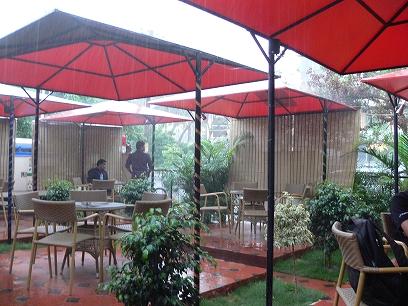 インド出張2012年04月-第三日目-スコールとイングリッシュパブレストラン_c0153302_20452470.jpg