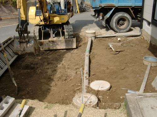 駐車場工事 ~ 庭を掘削_d0165368_16134452.jpg