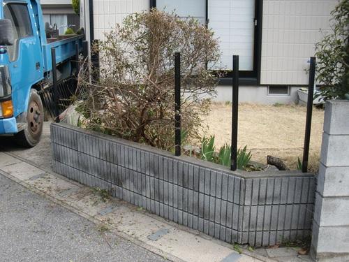 駐車場工事 ~ 塀やフェンスの壊し_d0165368_1681898.jpg