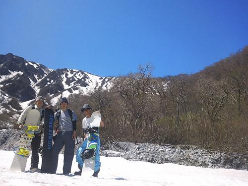 春山登山からのスノボ_e0173183_1034743.jpg