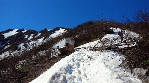 春山登山からのスノボ_e0173183_9563443.jpg