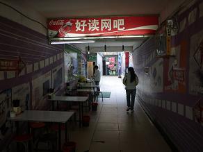 ネットカフェ前の西方料理店にて鶏肉のピロピロ麺_c0030645_18483743.jpg