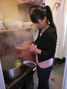 ネットカフェ前の西方料理店にて鶏肉のピロピロ麺_c0030645_19362.jpg